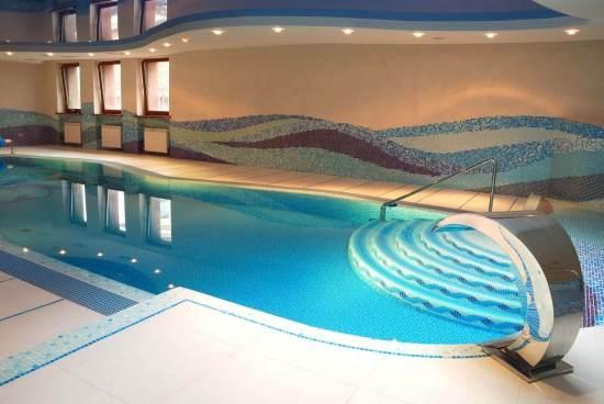 Фото крытых бассейнов