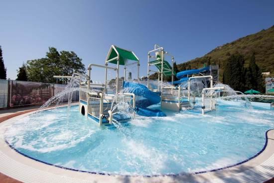 Фото открытого бассейна