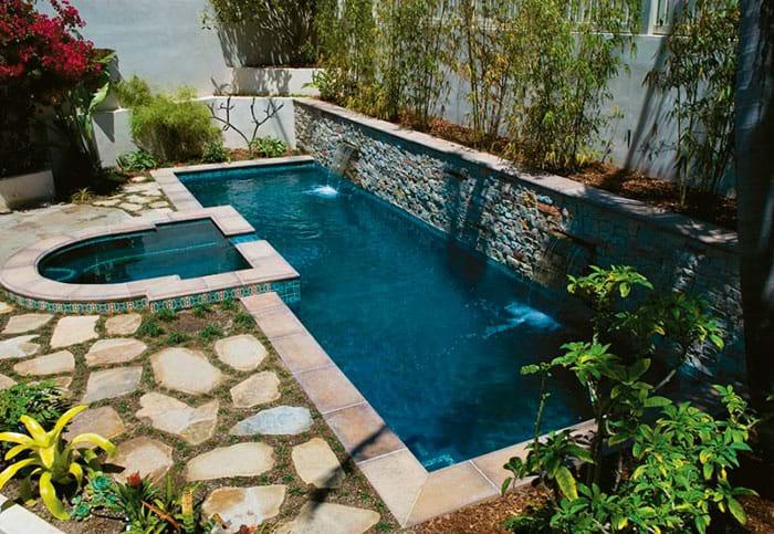 Классический прямоугольный плавательный бассейн
